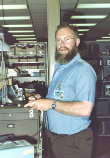 bob_pease_in_lab.jpg
